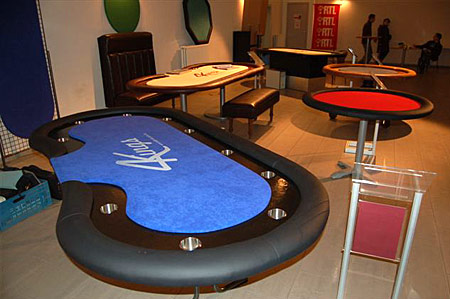table de poker sur mesure cr tion tables de jeu tapis. Black Bedroom Furniture Sets. Home Design Ideas